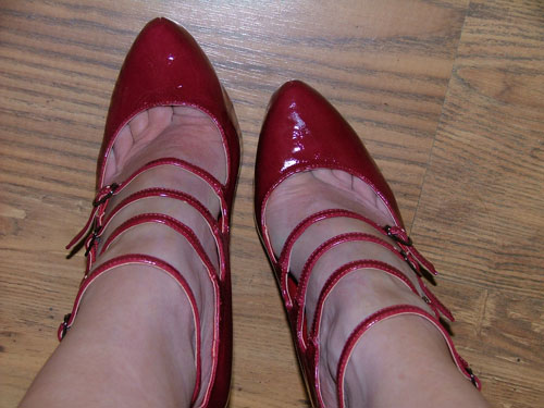 red-shoes-toe-shot