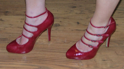 strappy-red-shoes