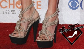 Jessica Alba in Burberry Prorsum shoes