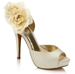 The Harriet Wilde ethos is to offer stylish designer wedding shoes and accessories, made to the highest quality in Europe, while ensuring brides are offered impeccable and personal customer service as part of the all-important experience of being a bride.