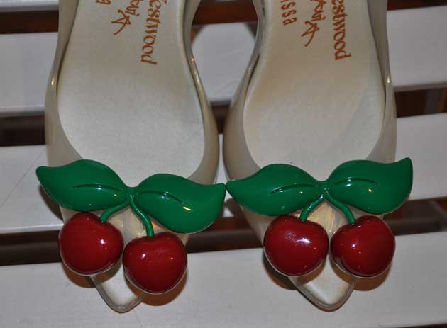 lady-dragon-cherry-shoes