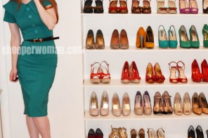 Shoeperwoman in green Bettie Page 'Rita' dress and black peep toe shoes