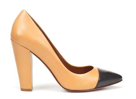 Tan shoes with pointed toe and black toe cap from Zara