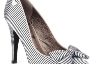 Striped shoes with bow on toe