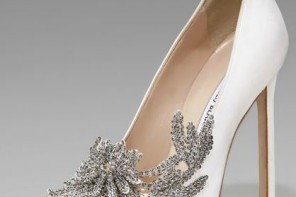 Manolo Blahnik white swan pumps