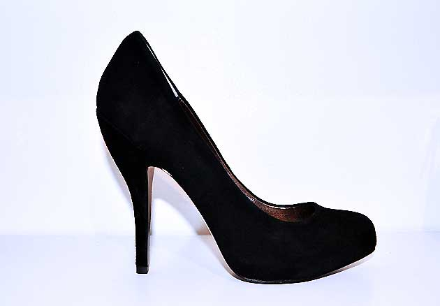 Black suede pumps by Pelle Moda