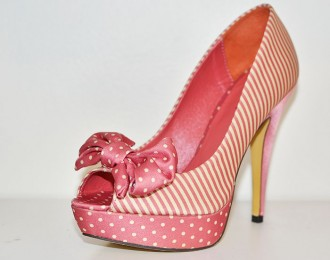 Pink high heel shoes with bow