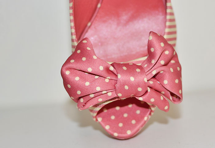 Pink polka dot bow on toe of shoe