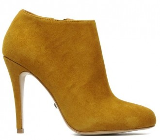 yellow shoe boots