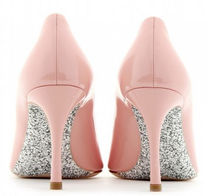 Mid-heel shoes: Miu Miu pink patent pumps