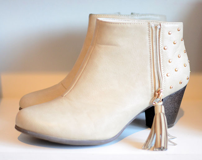 low heeled ankle boots with tassle