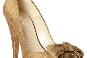 hold peep toe shoes with bow