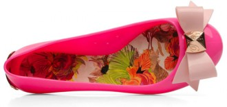 pink jelly shoes