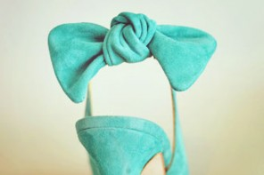 green bow on shoe