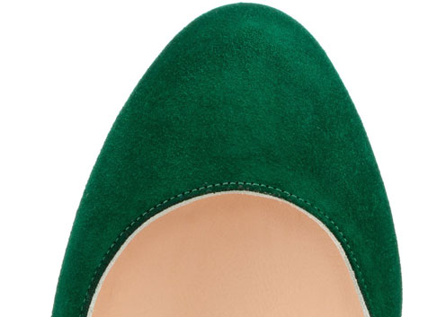 green rounded toe on shoe