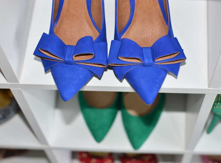 Blue pointed toe pumps with bow