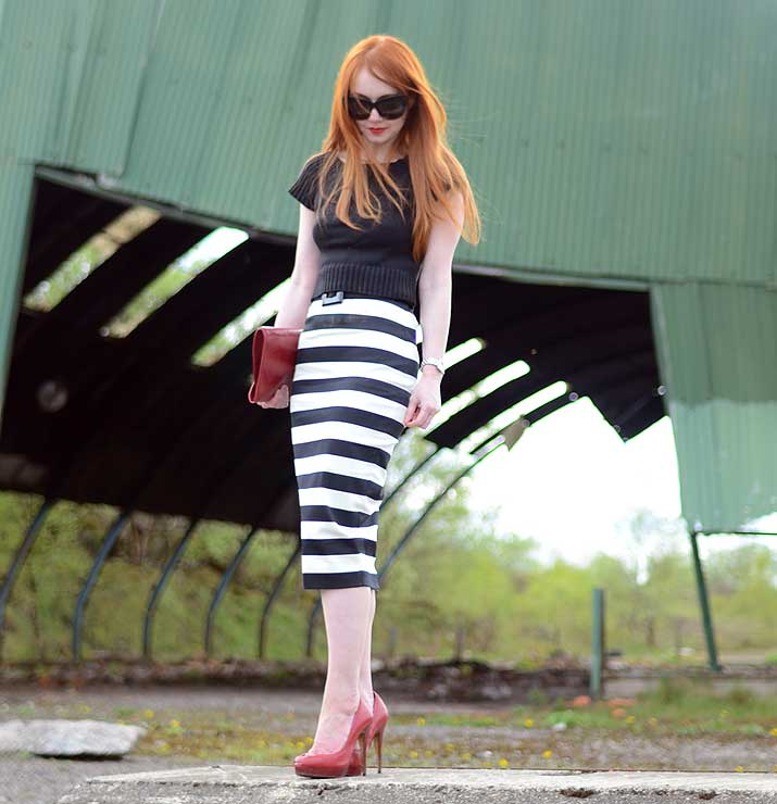stripe pencil skirt and red shoes