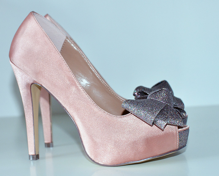 Menbur Inyo pink satin peep  toes with glitter bows