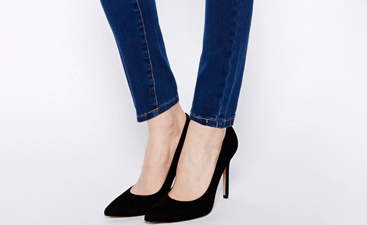 pointed pumps with skinny jeans