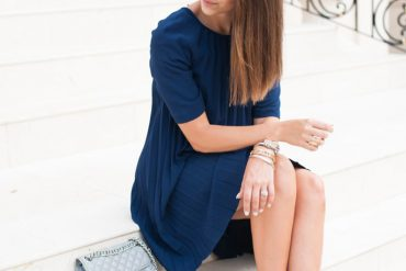 navy dress and nude sandals