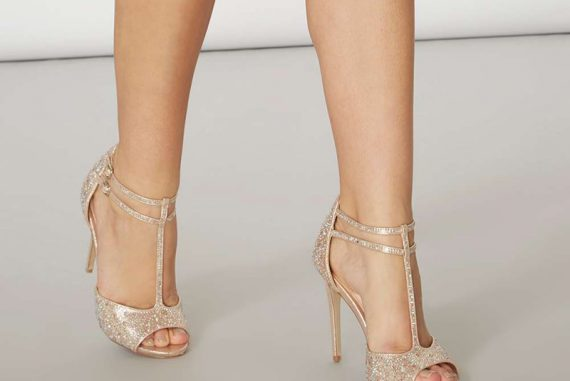 Showcase gold 'Swag' sandals