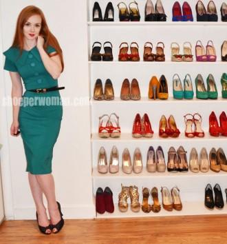 Shoeperwoman in green Bettie Page 'Rita' dress and black peep toe shoes