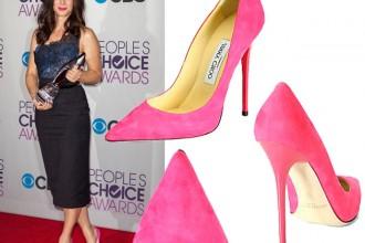 Sandra Bullock in Jimmy Choo pink pumps