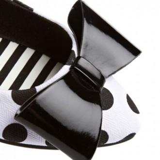 bow on polka dot shoe
